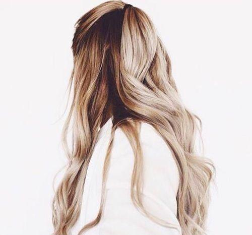 Balayage blond cheveux longs ondulés...