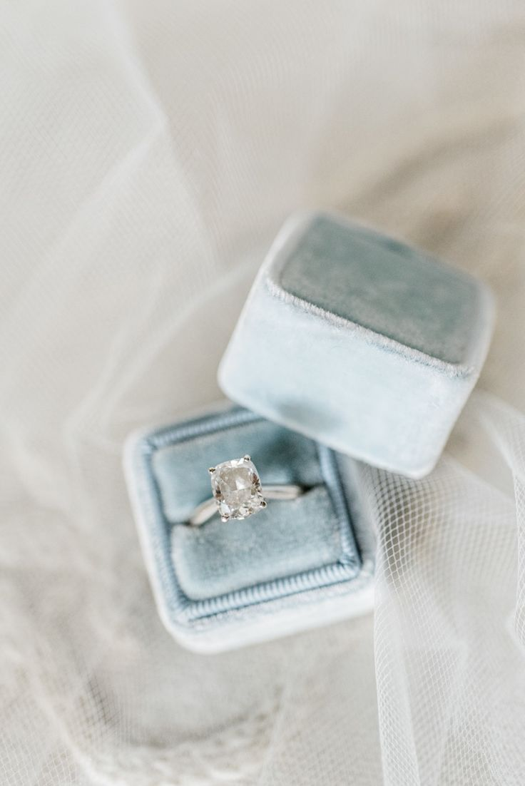 classic oval solitaire engagement ring in velvet box | Photography: Carolina lim...