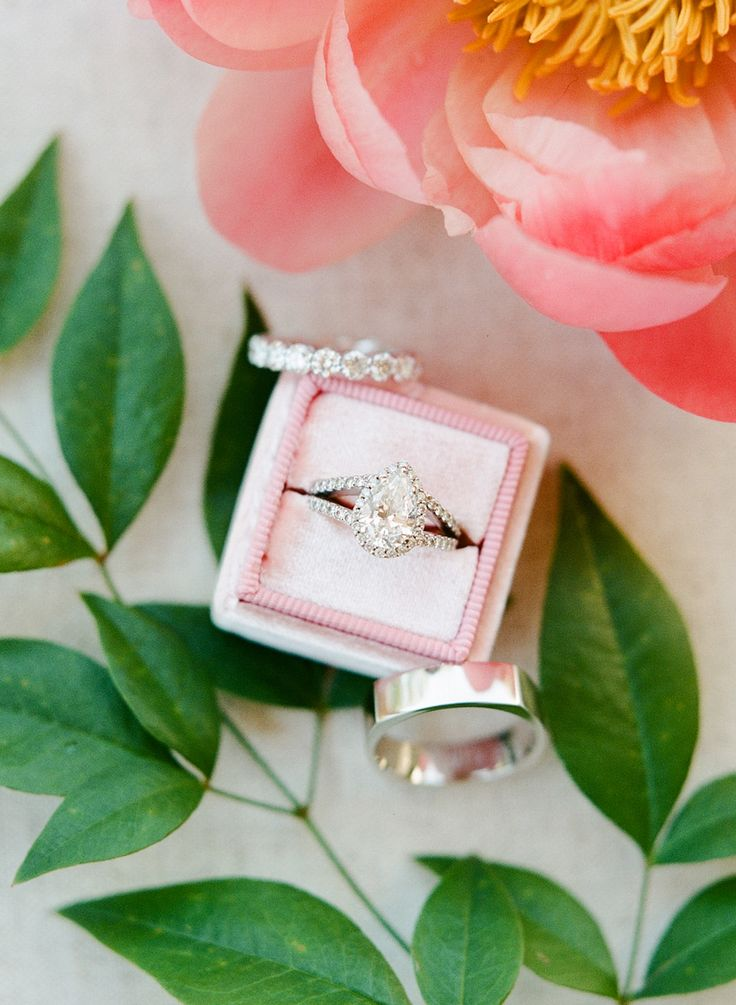 Double band pear-cut engagement ring | Photography: Rebecca Yale...
