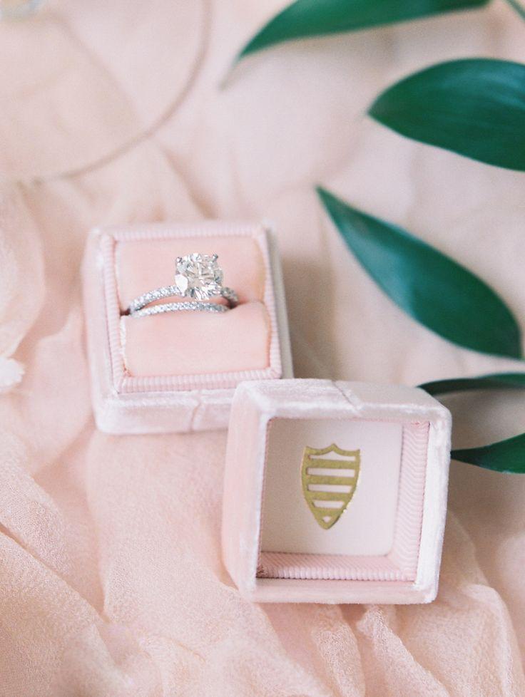 Elegant engagement ring | Photography: Abby Jiu - www.abbyjiu.com/...