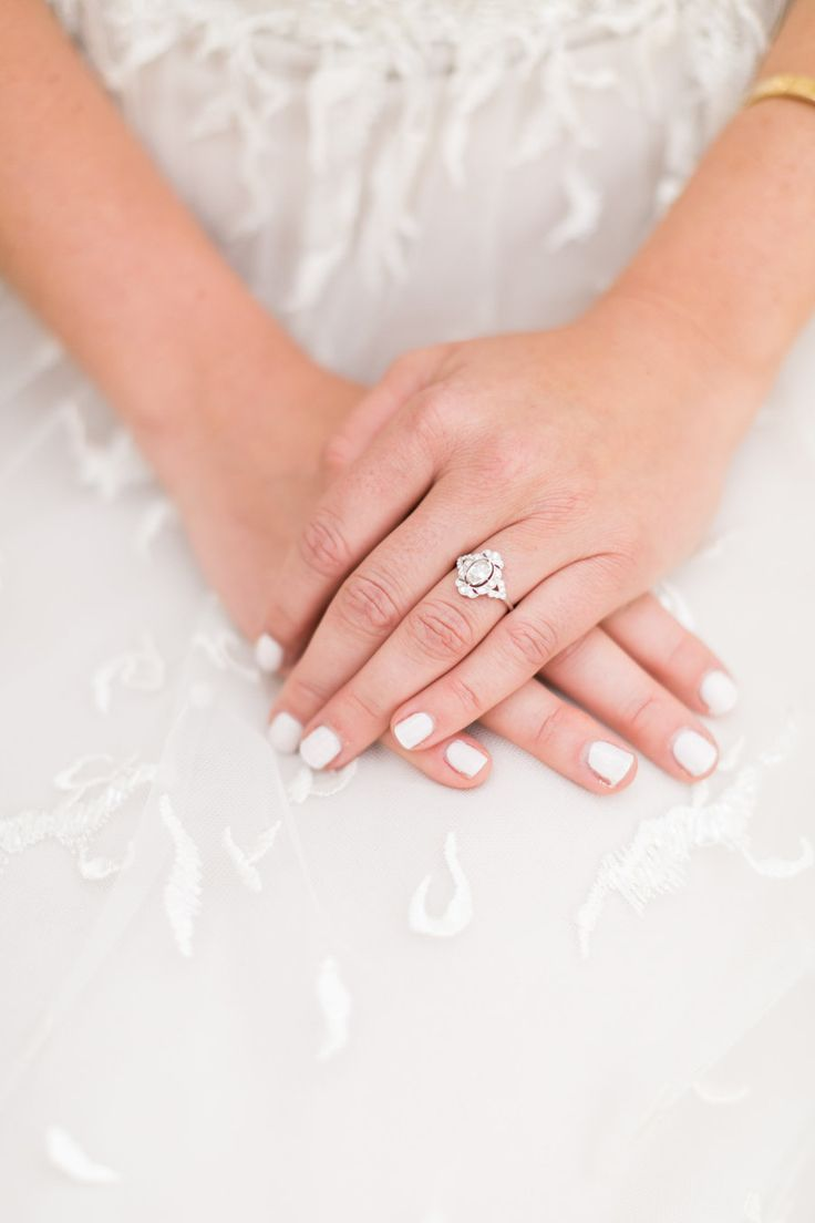 Elegant engagement ring: Photography: Amy Caroline - www.amycarolineph......