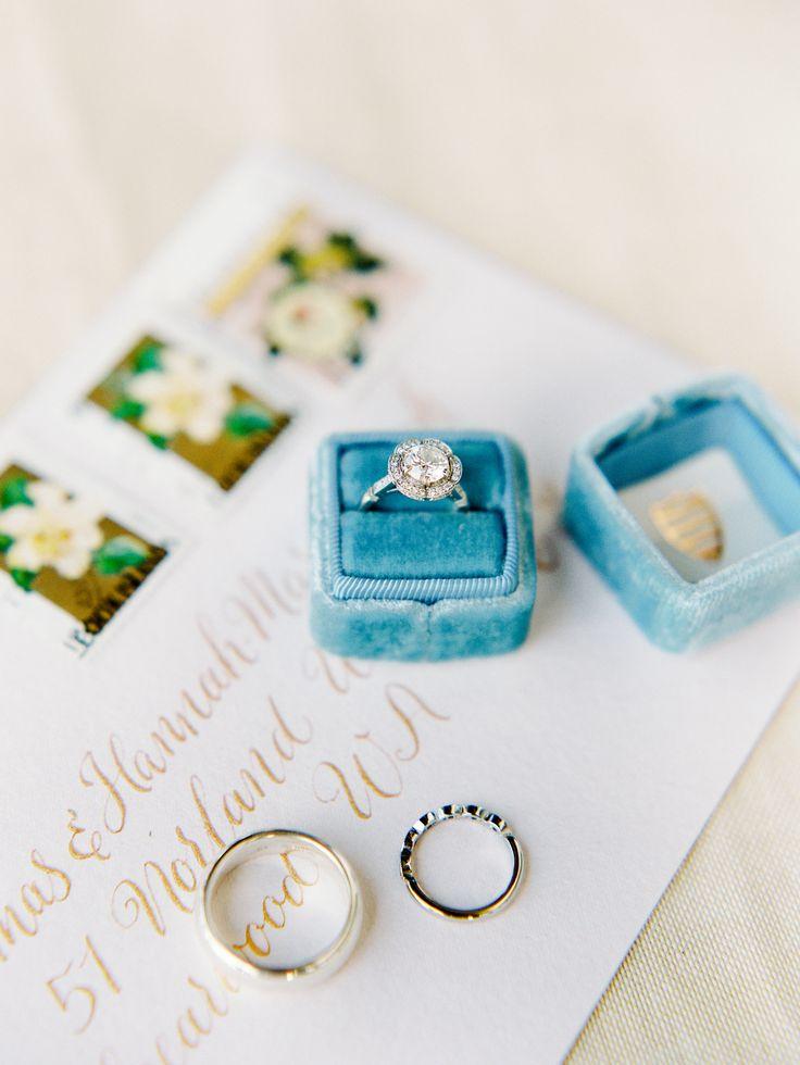 Elegant engagement ring | Photography: Angga Permana...