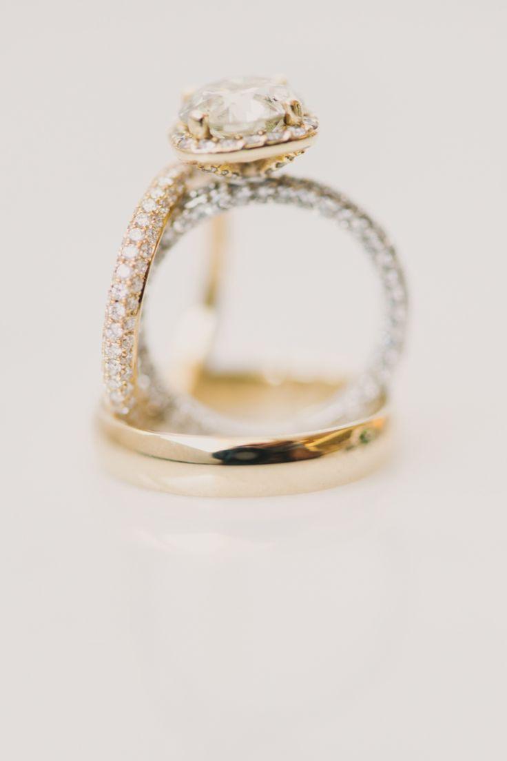 Gold engagement ring: Photography: Chris Isham - chrisisham.com/...