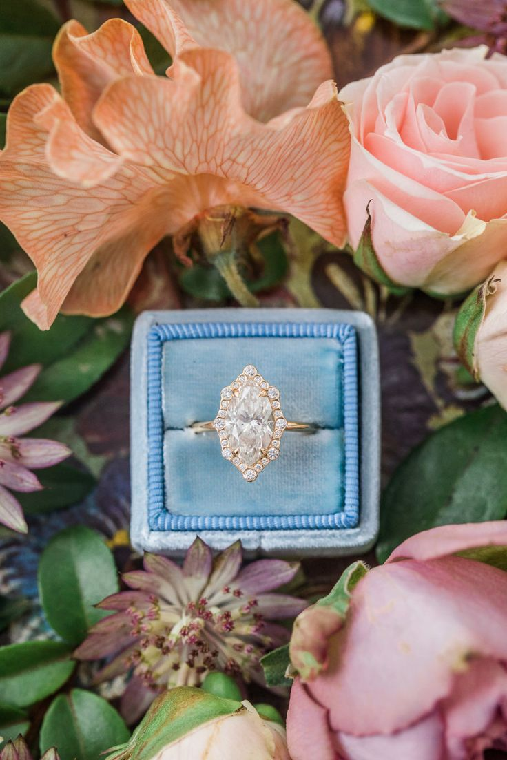 Gorgeous diamond engagement ring: Photography: Danielle Coons - daniellecoons.co...
