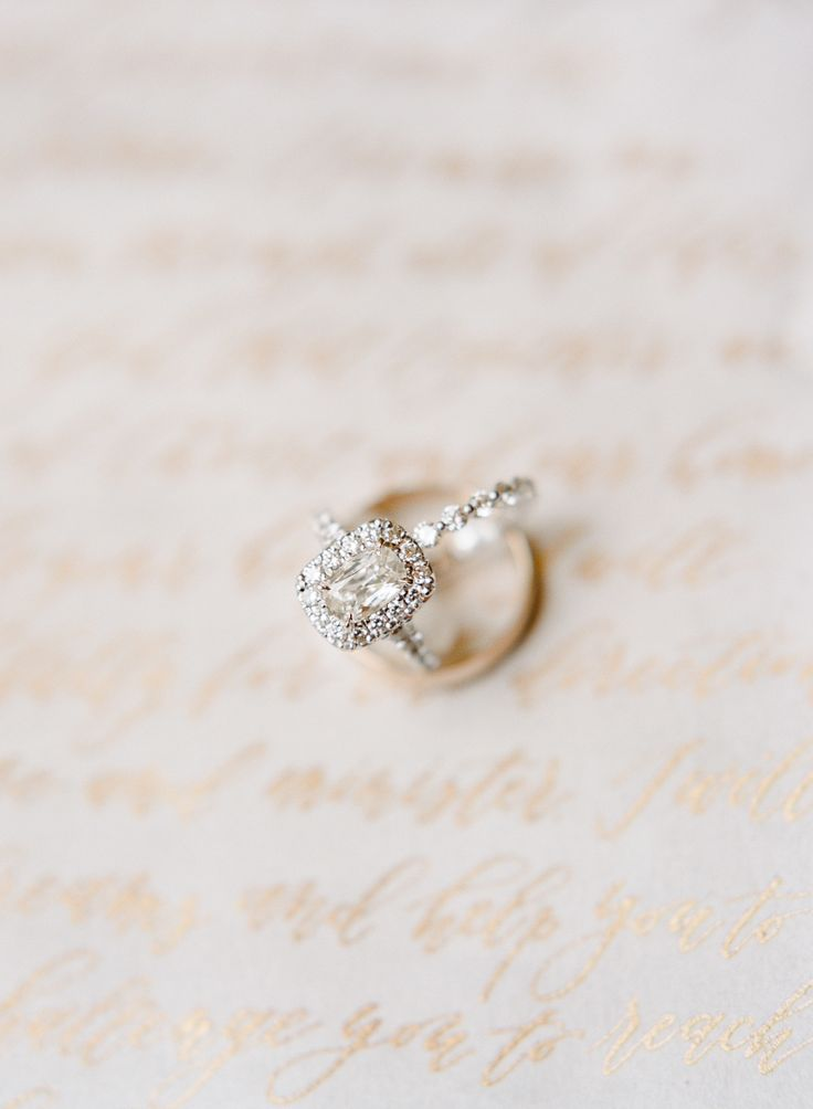 Gorgeous engagement ring | Photography: Sweet Julep...