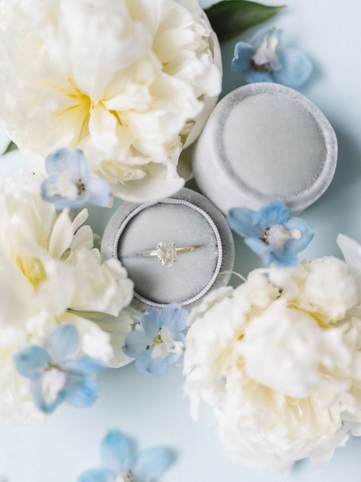 Gorgeous engagement ring | Photography: Tenth & Grace...