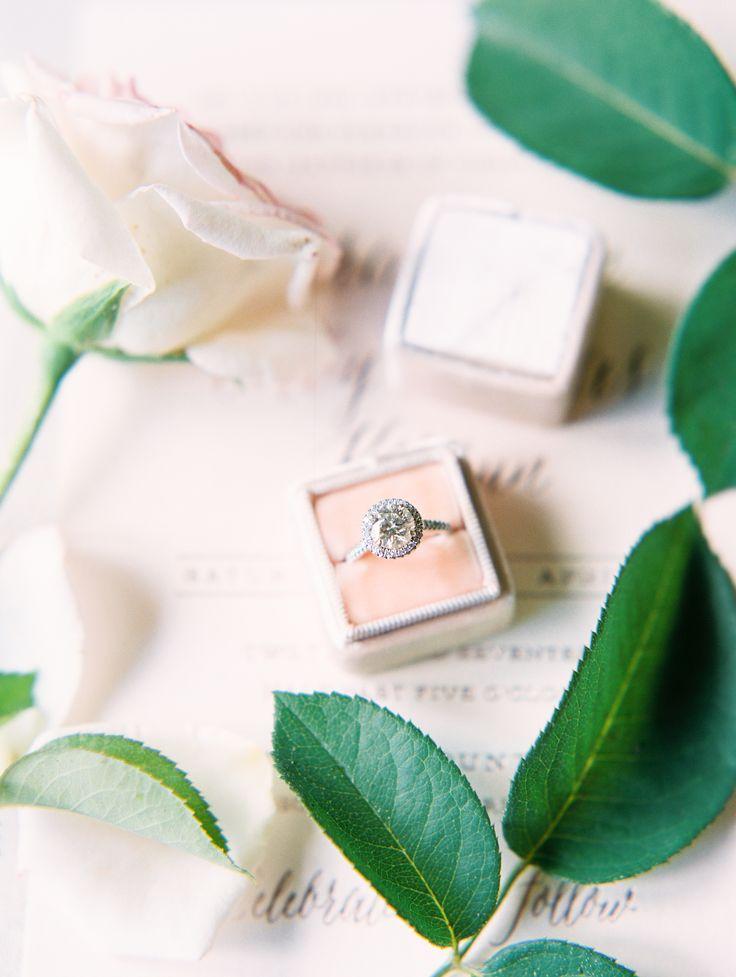 Gorgeous round-cut engagement ring | Photography: Rachel Solomon...