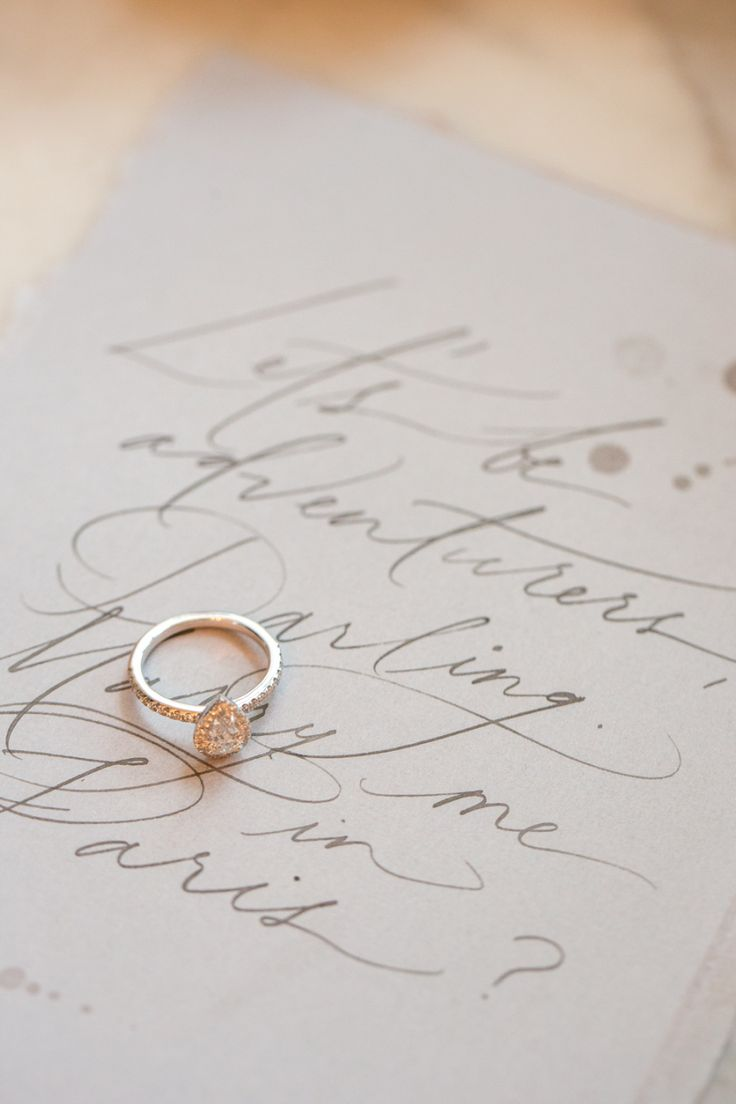 How to pick an engagement ring based on your personality: Photography: Maru - ww...