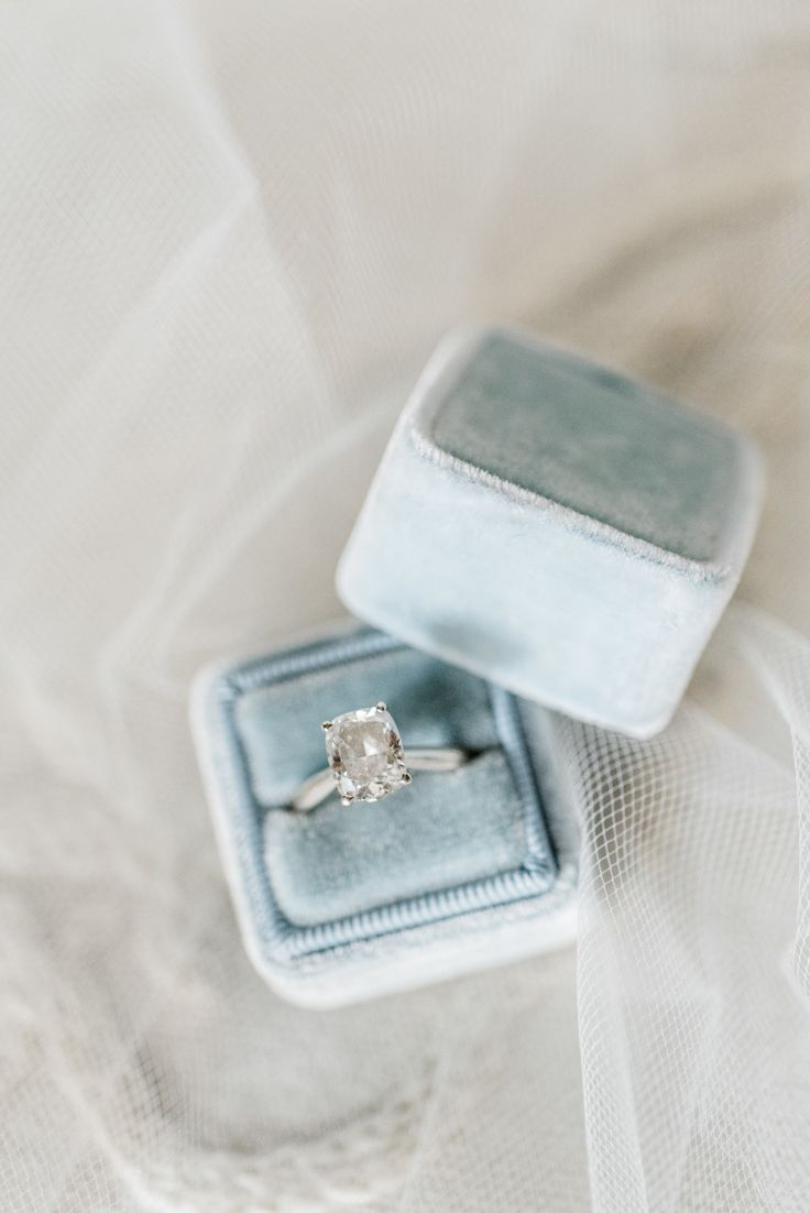 How to Talk to Your BF About Engagement Rings: Photography: Caroline Lima - www....