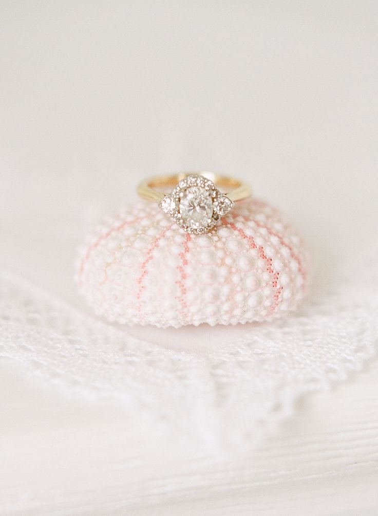 oval gold vintage style halo engagement ring | Photography: Rebecca Yale Photogr...