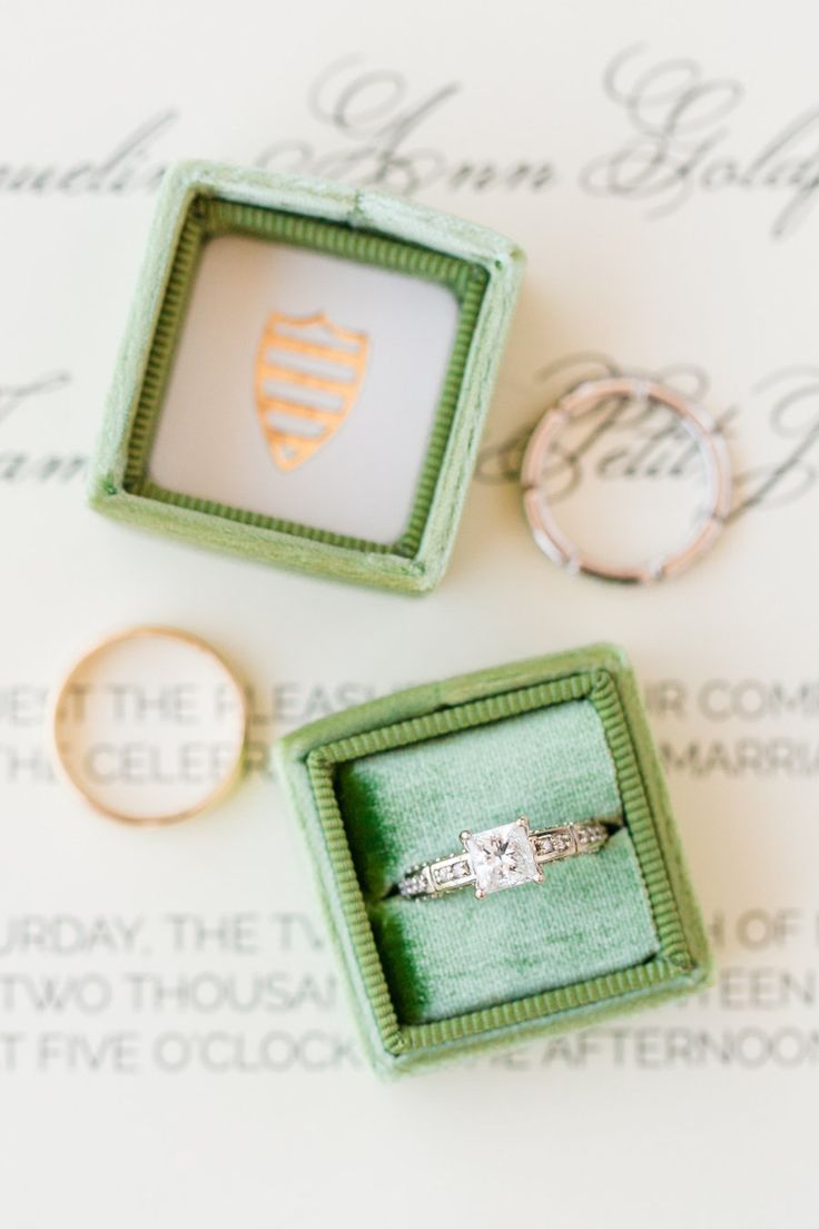 Princess-cut engagement ring: Photography: Dana Cubbage - danacubbageweddin......