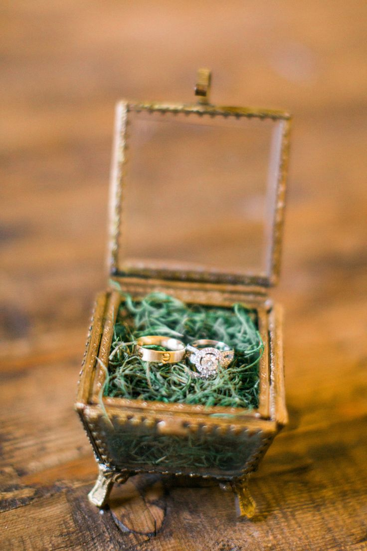 Round-cut engagement ring in vintage ring box: Photography: Aga Jones - www.agaj...
