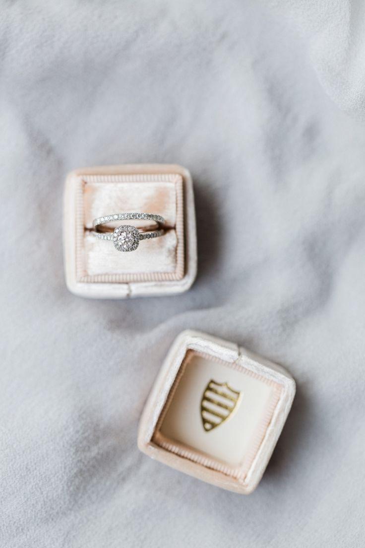Round-cut engagement ring: Photography: Kibogo - www.kibogophotogr......