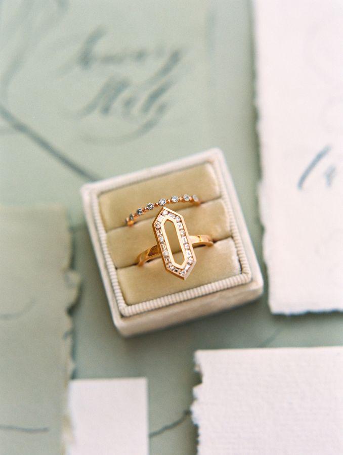 Vintage-esque engagement ring: Photography: Allen Tsai - allentsaiphotogra......