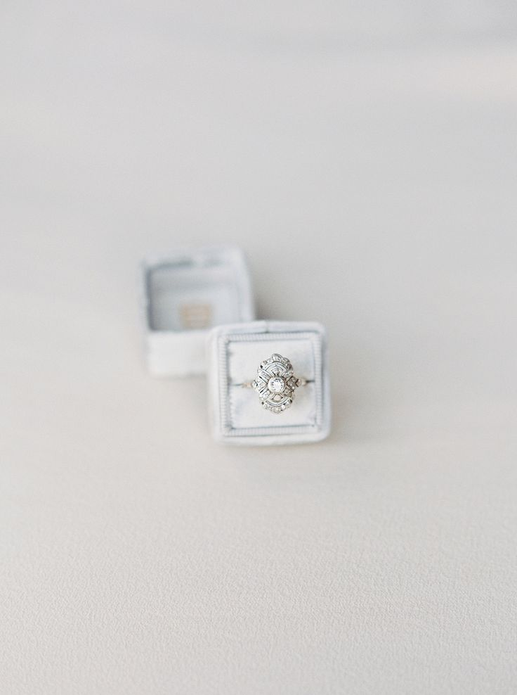 Vintage silver engagement ring | Photography: Simply Sarah...