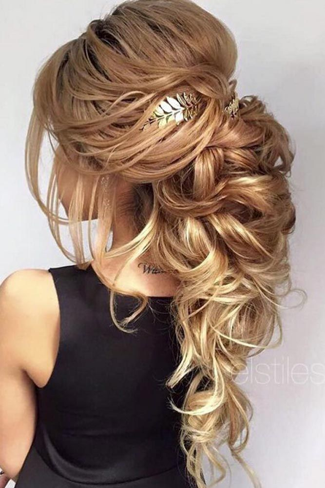 Learn the trendiest hair colors for this winter: smokey blonde hair, caramel bro...