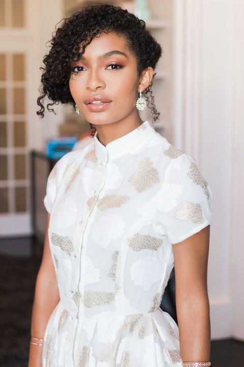 Blackish's Yara Shahidi Dons Natural Curls on the Emmy's Red Carpet...