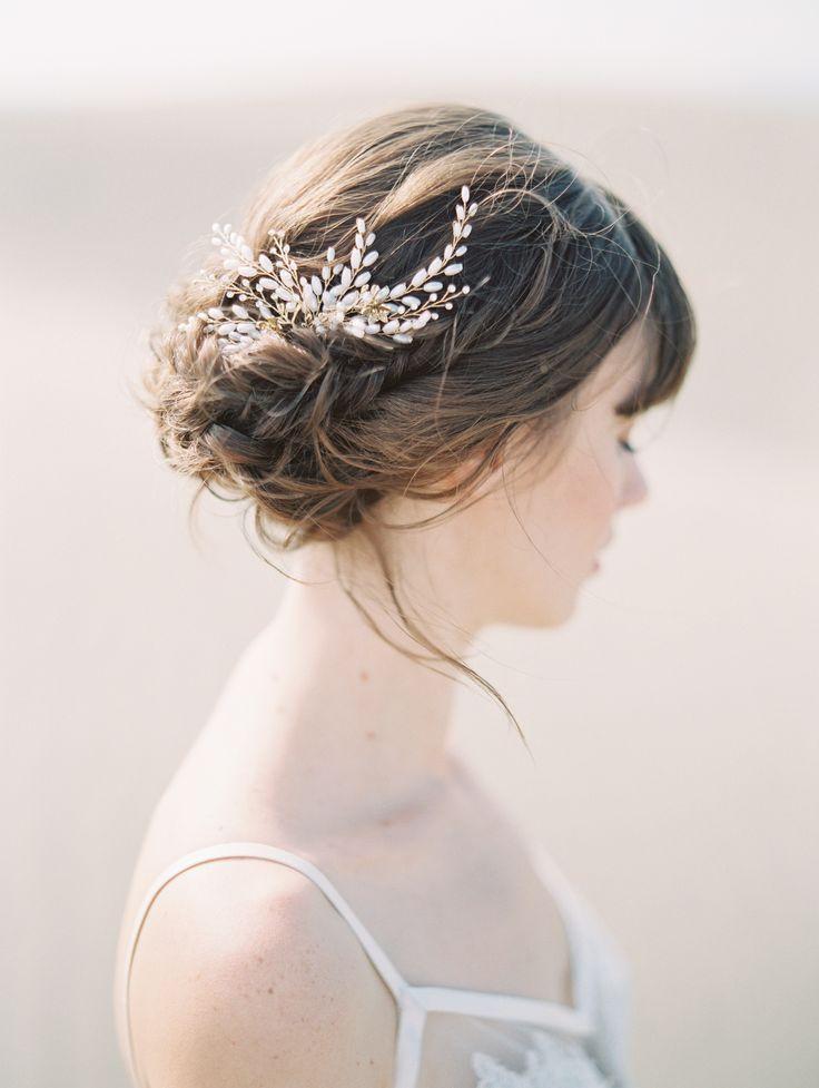 Gold diamond wedding hair pin | Photography: Allen Tsai
