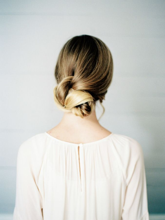 Soft-knotted hairdo
