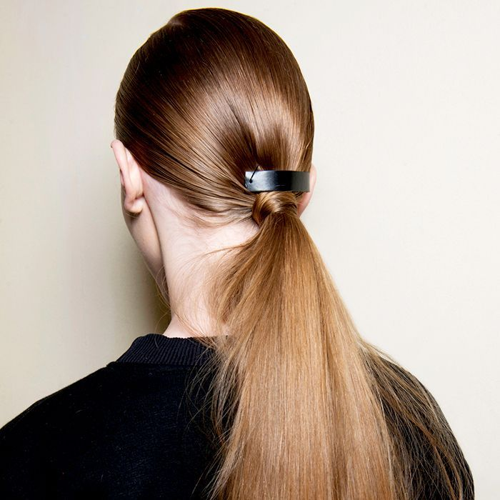 Want to learn how to grow your hair faster? Read these genius hair growth tips f...