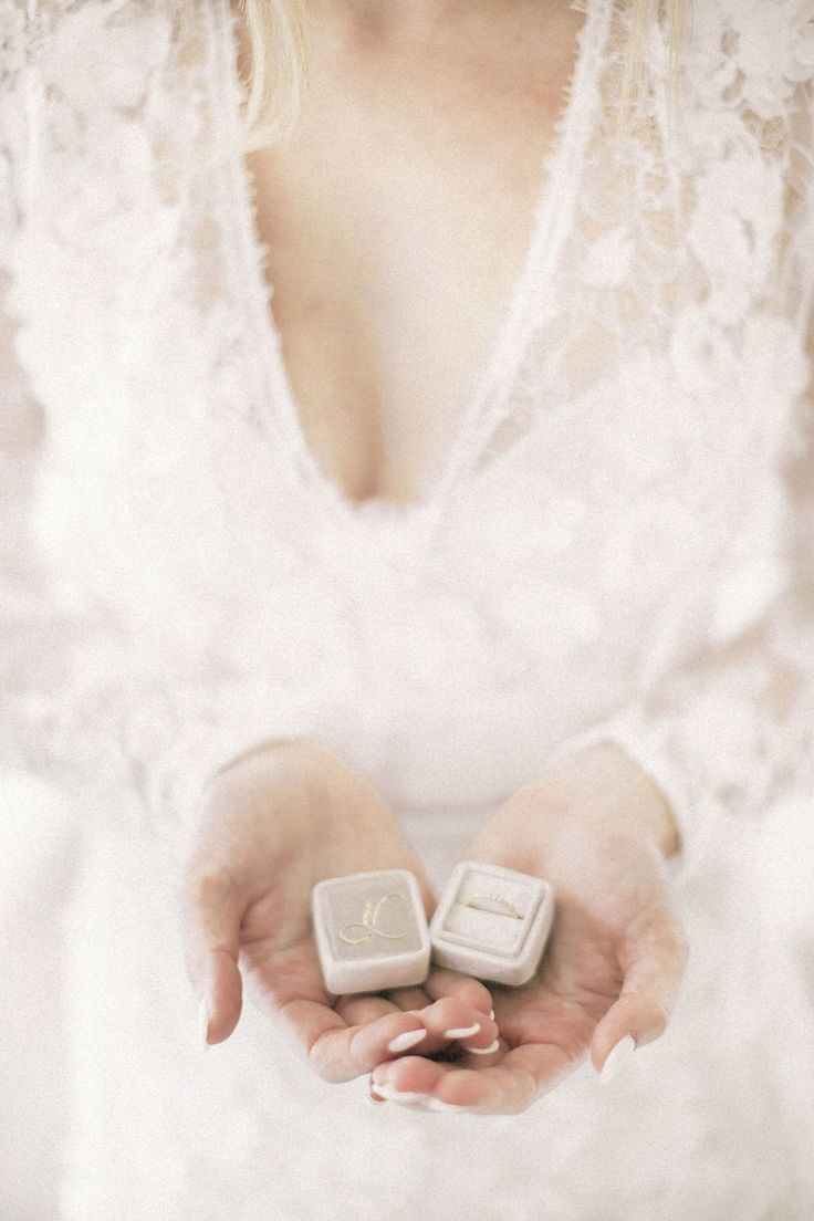 All white detailed wedding: Photography : Blaine Siesser Read More on SMP: www.s...