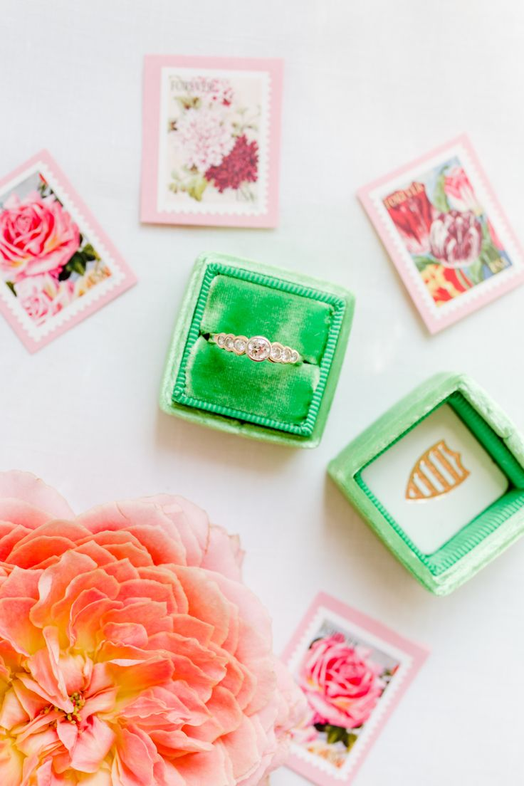 Bright colors always make your diamond ring look better! Photography: Rodeo & Co...