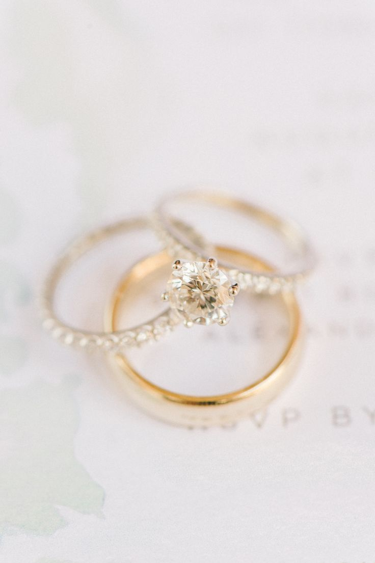 Circle-cut engagement ring: Photography : Elizabeth Fogarty Read More on SMP: ww...