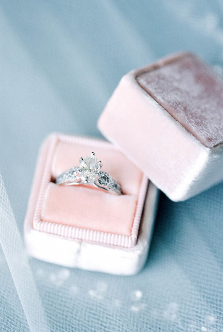 Elegant diamond ring: Photography : Laura Ann Miller Photography Read More on SM...