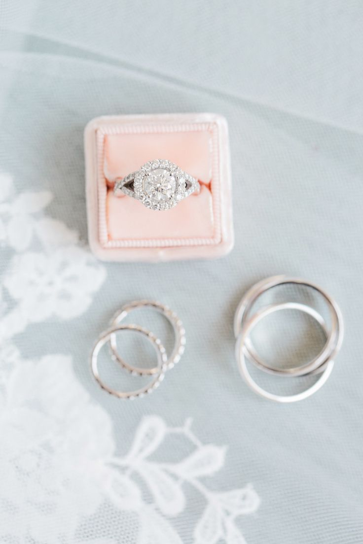 Engagement ring prettiness. Photography : Dyanna LaMora Read More on SMP: www.st...