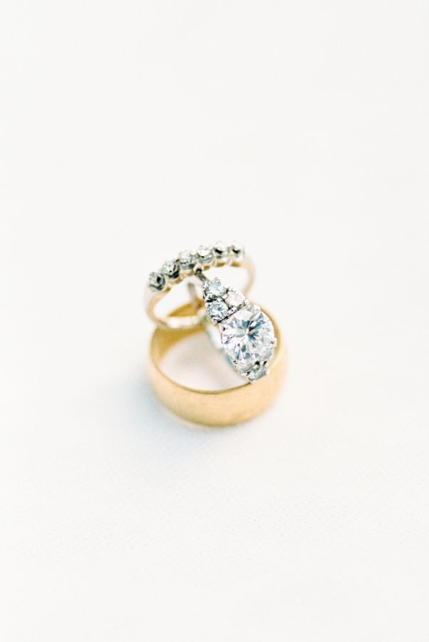 Gold band diamond ring: www.stylemepretty... Photography: Nancy Ray - nancyrayph...