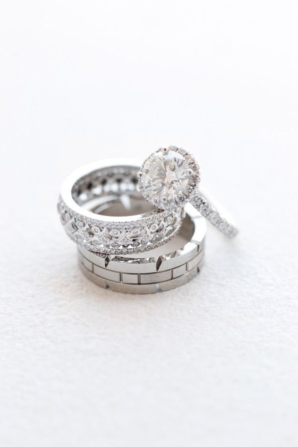 How to pick your wedding band to match your engagement ring: www.stylemepretty.....
