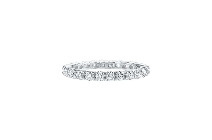Love sparkle? This Harry Winston Shared Prong design truly lets the diamond shin...
