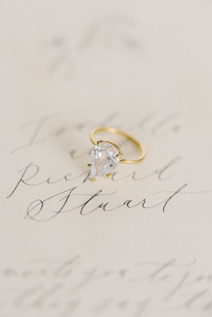 Pear-cut engagement ring. Photography : Elizabeth Fogarty Read More on SMP: www....