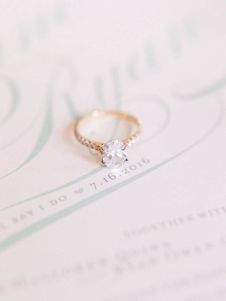 Simple gold band diamond ring: Photography: Connie Whitlock - conniewhitlockpho....