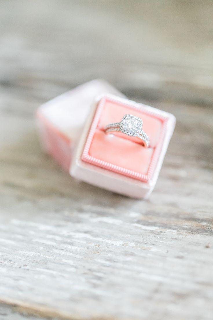 Stunning diamond ring! Diamond are a girls best friend! Photography : Evonne & D...