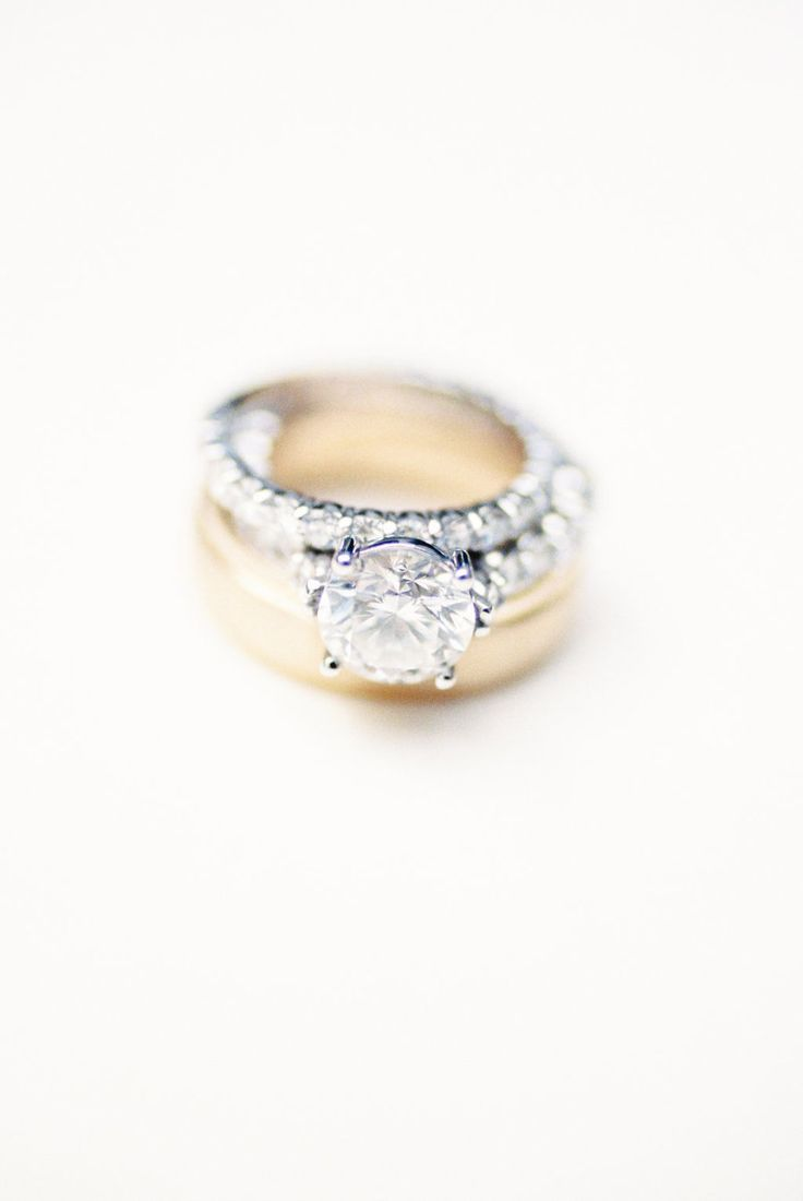 Stunning engagement ring! Photography : Nancy Ray Photography Read More on SMP: ...