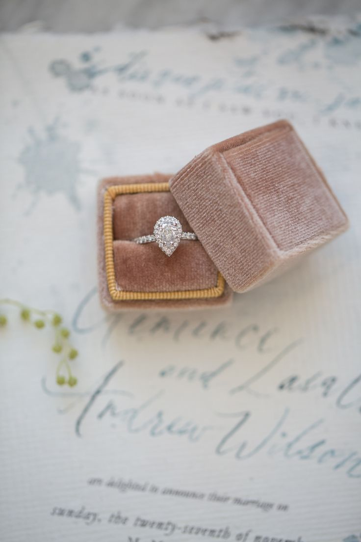 Stunning pear-cut engagement ring: Photography : Maru Photography Read More on S...