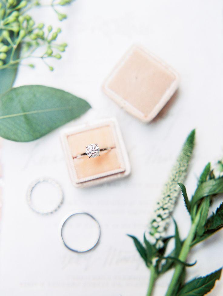 Stunning round-cut engagement ring: Photography: Rachel Solomon - rachel-solomon...