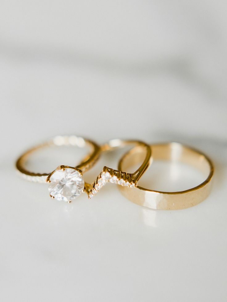 Unique gold banded diamond ring: Photography : Merari Photography Read More on S...