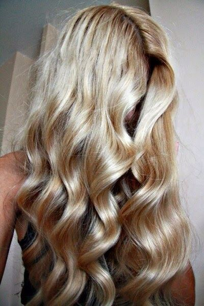 blonde // shiny // curls // perfect