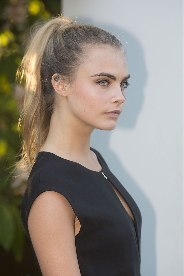 Cara Delevigne's sleek high ponytail is just perfect for a summer party.