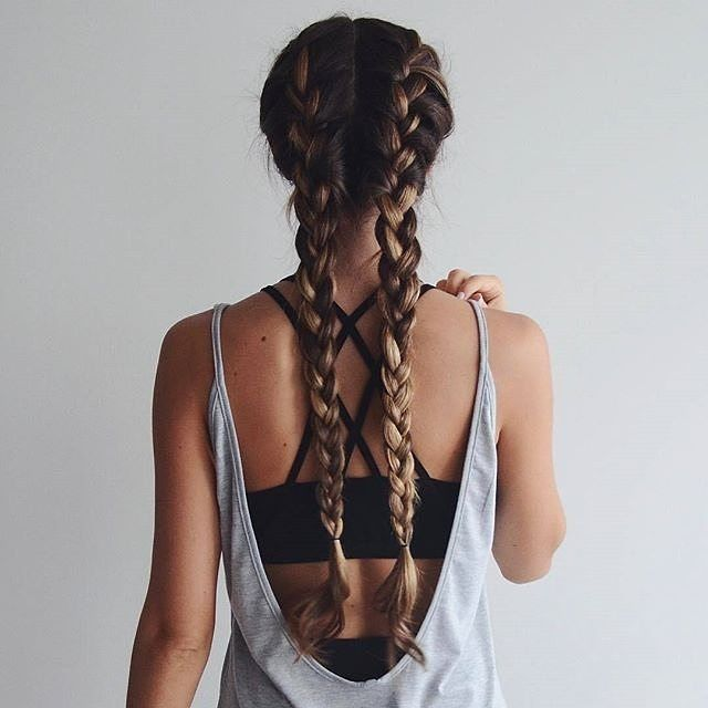 Fitspo goals  @cath_belle rocking braids and 'run with the sun 2 in 1 top' ☝...