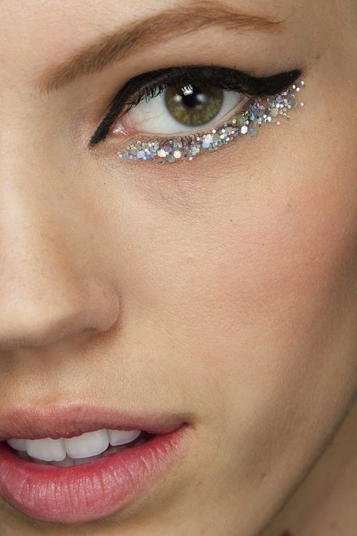 I can't get enough of Chanel's makeup at its couture SS2014 show. Beauti...