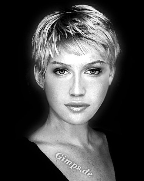 I'm starting to think I have an obsession with pixie cuts.
