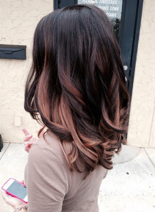 Love these highlights but can't figure out what the color is..kind of pinky ...