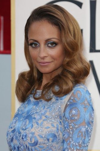 Nicole Richie is winning accolades from the beauty bloggers for her gown-matchin...