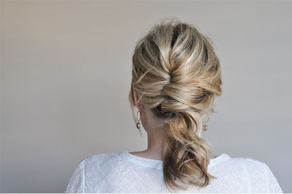 Totally unfussy French twist from the Small Things Blog. Click on the photo for ...