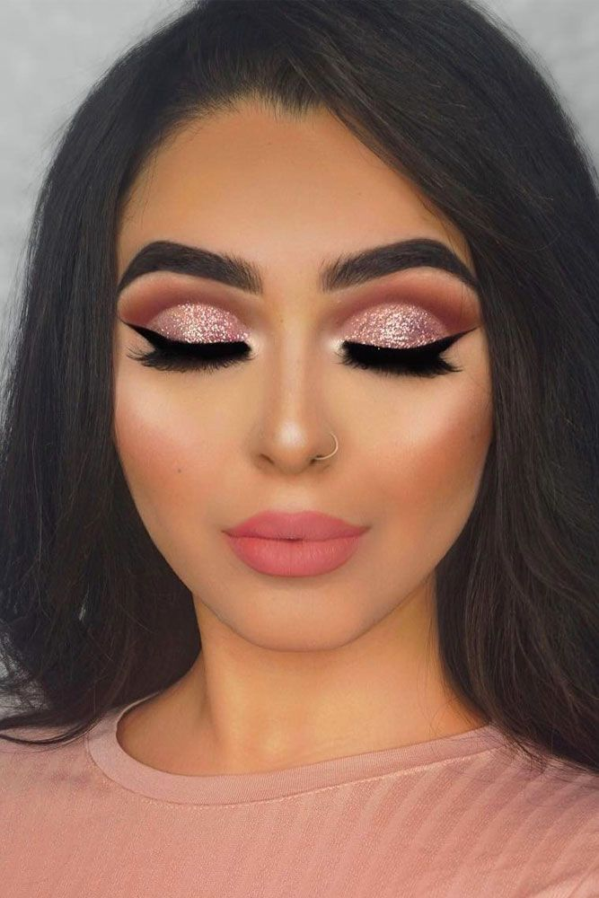 Are you searching for some trendy makeup ideas? We have collected amazing pictur...