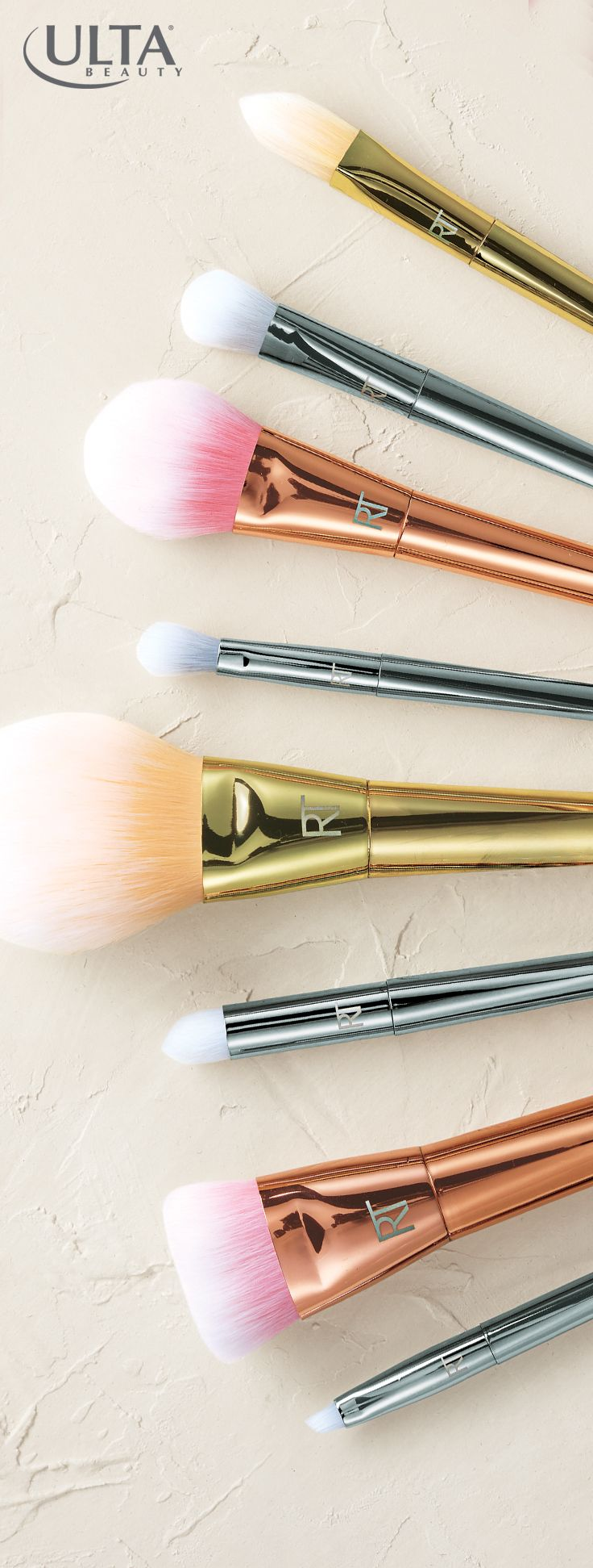 How pretty are these metallic makeup brushes? Putting on makeup gets glam with t...
