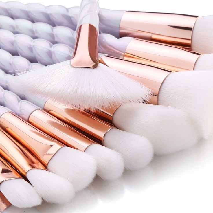 Inspired by a unicorn's horn, this gorgeous 10 piece makeup brush set comes ...